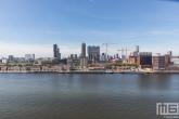 Het uitzicht vanaf de Maassilo op Katendrecht en de Maashaven in Rotterdam