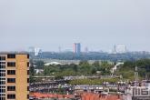 De skyline van Delft vanuit Rotterdam tijdens de Rotterdamse Dakendagen
