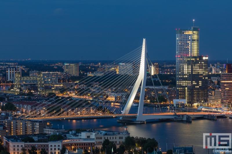 De Erasmusbrug en Maastoren in Rotterdam by Night