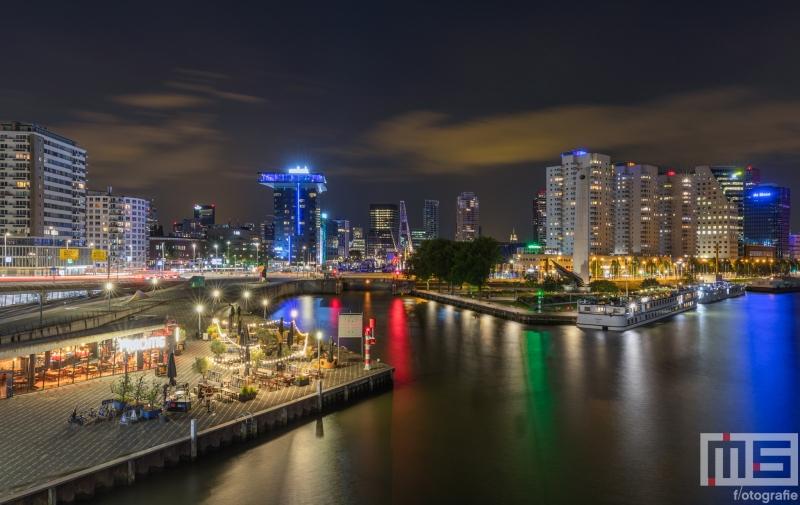 Te Koop | Het uitzicht vanaf de Erasmusbrug op de Leuvehaven en Restaurant Prachtig in Rotterdam