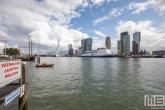 De P&O Ferries en sleepboot Union7 tijdens de Wereldhavendagen 2019 in Rotterdam vanuit de Veerhaven