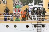 De Castor met piraten tijdens een demonstratie op de Wereldhavendagen 2019 in Rotterdam