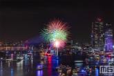 De vuurwerkshow tijdens de avondshow van de Wereldhavendagen 2019 in Rotterdam