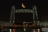 Te Koop | Spoorbrug De Hef in Rotterdam met de halve maan