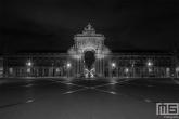 Te Koop | Het plein Praça do Comércio in Lissabon in Portugal in de nachtelijke uren