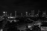 De skyline van Frankfurt by Night tijdens nachtelijke uren