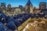 Te Koop | Het nachtelijke zicht op de Kubuswoningen en de Markthal in Rotterdam