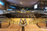 """De Erasmustekst """"ruimte scheidt de lichamen niet de geesten"""" op het Centraal Station in Rotterdam"""