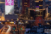 De skyline van Rotterdam by Night met Katja op de Willemswerf