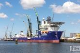 Het offshoreschip Amazon  van McDermott  in de Waalhaven in Rotterdam