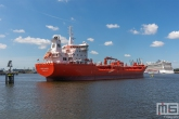 De tanker Sten Skagen  in de Waalhaven in Rotterdam