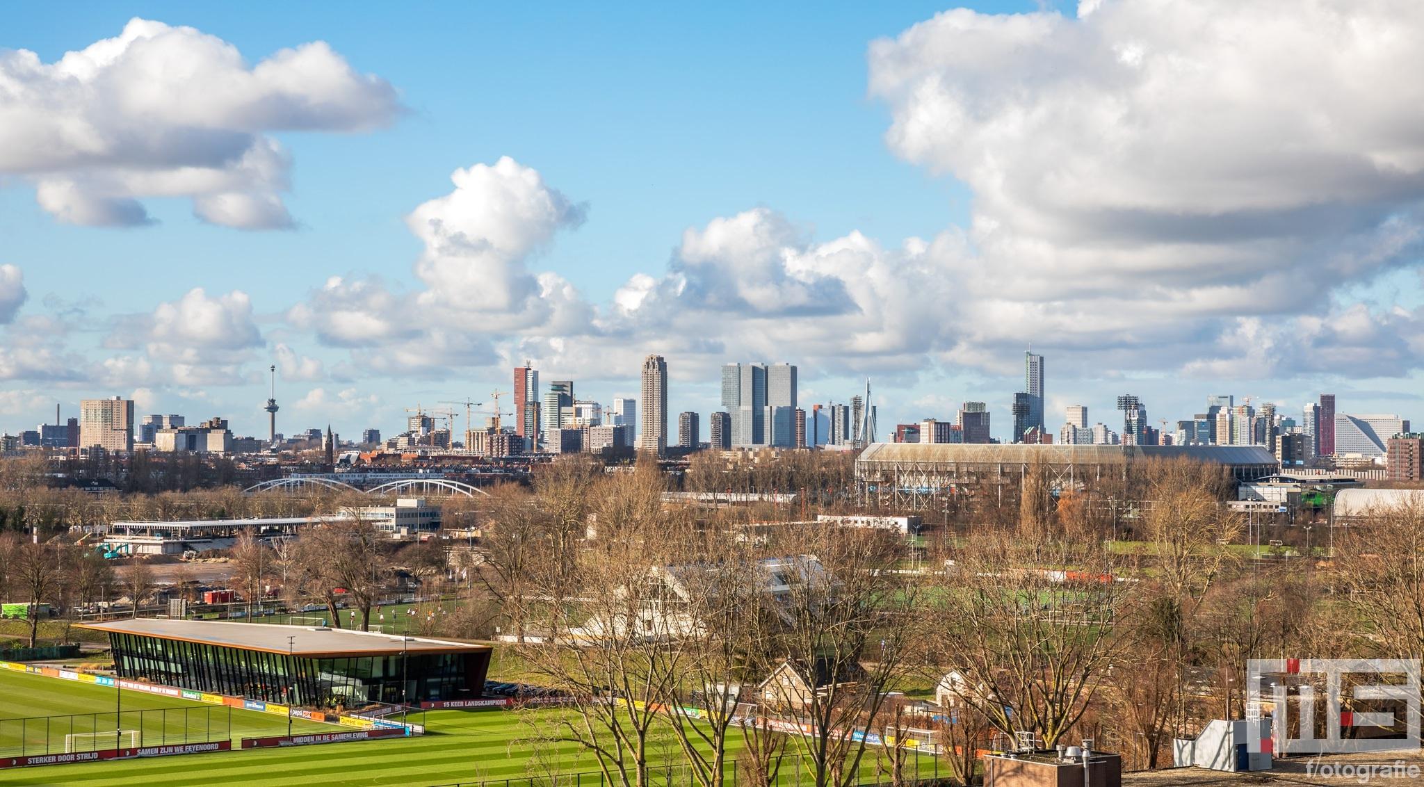Te Koop | De skyline van Rotterdam met het Feyenoord Stadion De Kuip