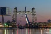 De Hef en de Erasmusbrug in Rotterdam tijdens de zonsondergang