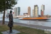 Het cruiseschip MS Rotterdam voor de laatste keer in Rotterdam