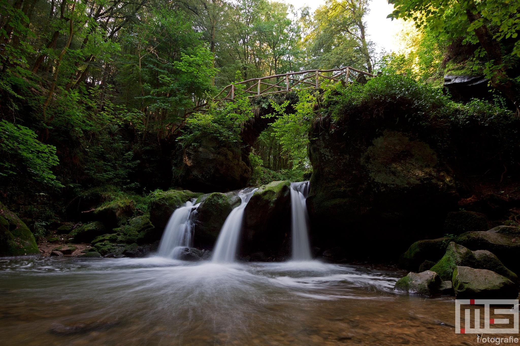 De waterval Schiessentumpel in Mullerthal Luxemburg