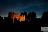 Het kasteel Beaufort in Luxemburg in de nachtelijke uren