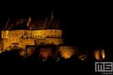 Het kasteel in het dorp Vianden in Luxemburg in de nacht