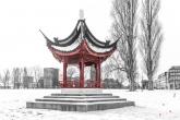 Sneeuw in het Park in Rotterdam met de bekende Chinese Pagode