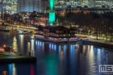 De Euromast in Rotterdam in het groen wit