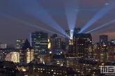 Te Koop | De skyline van Rotterdam met lichtstralen op de Laurenskerk