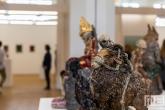 De Art Rotterdam Week 2021 in Rotterdam met een porseleinen beeld van kunstenaar Carolein Smit