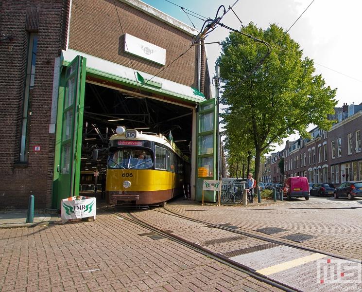 Het Trammuseum Rotterdam van Stichting RoMeO met de tram van tramlijn 10