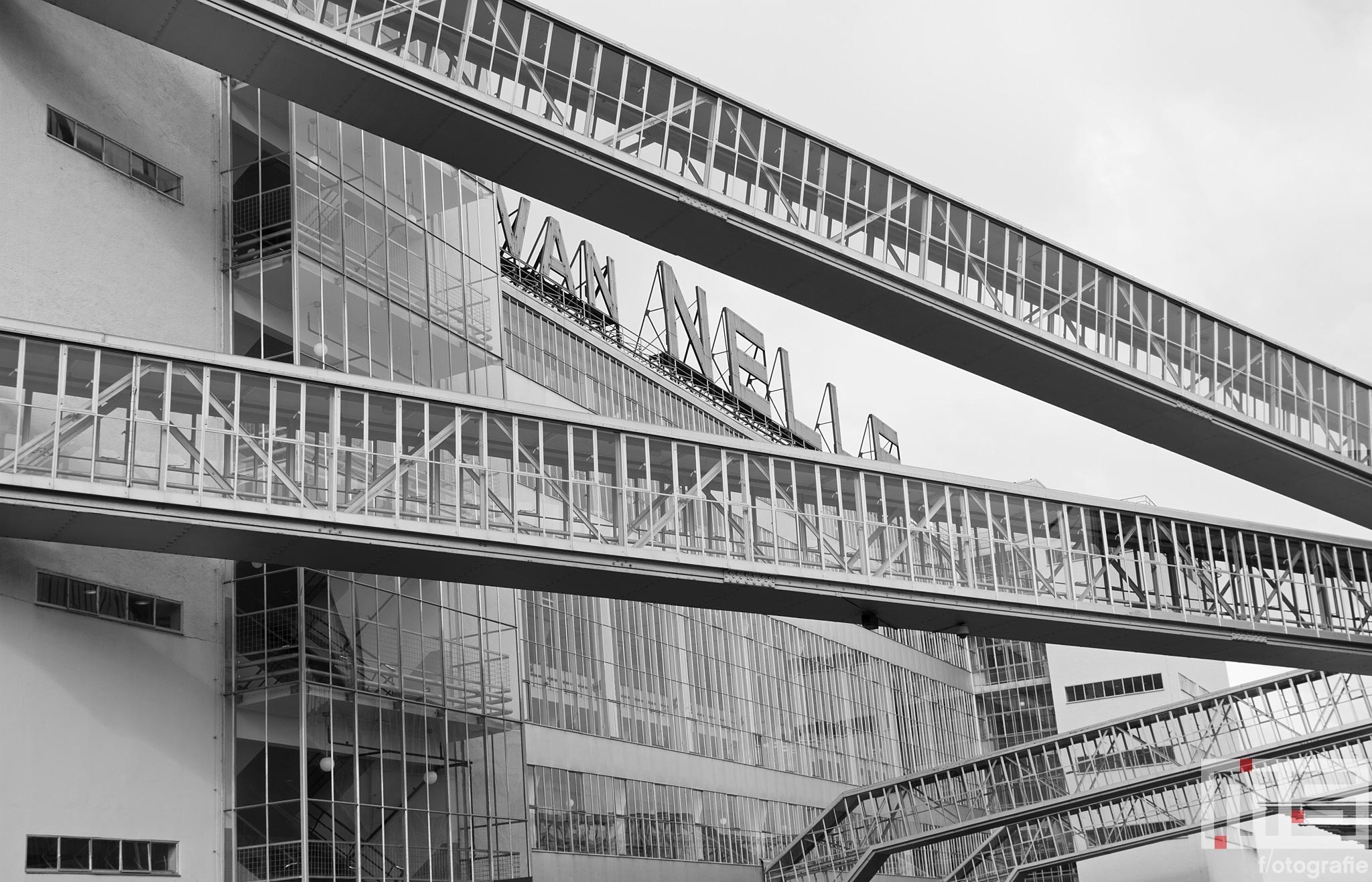 De neonletters van de Van Nelle Fabriek (UNESCO) in Rotterdam Delfshaven