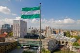 Het uitzicht vanaf het Witte Huis in Rotterdam met Rotterdamse vlag (groen/wit/groen)