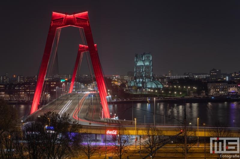 De Willemsbrug en De Hef in Rotterdam tijdens de nachtelijke uren