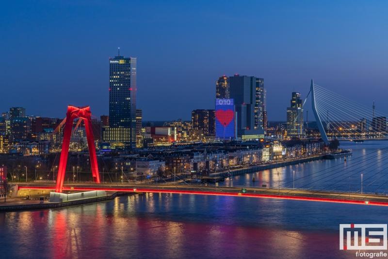 Te Koop   De Willemsbrug Rotterdam  met het Hart van Rotterdam op het KPN-gebouw