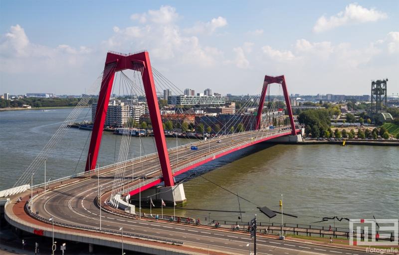 Te Koop   De Willemsbrug tussen Rotterdam Centrum en het Noordereiland