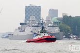 De sleepboot SD Jacoba op weg naar een demonstratie de Wereldhavendagen in Rotterdam