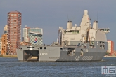 Het marineschip Zr. Ms. Karel Doorman (A833) op de Wereldhavendagen in Rotterdam