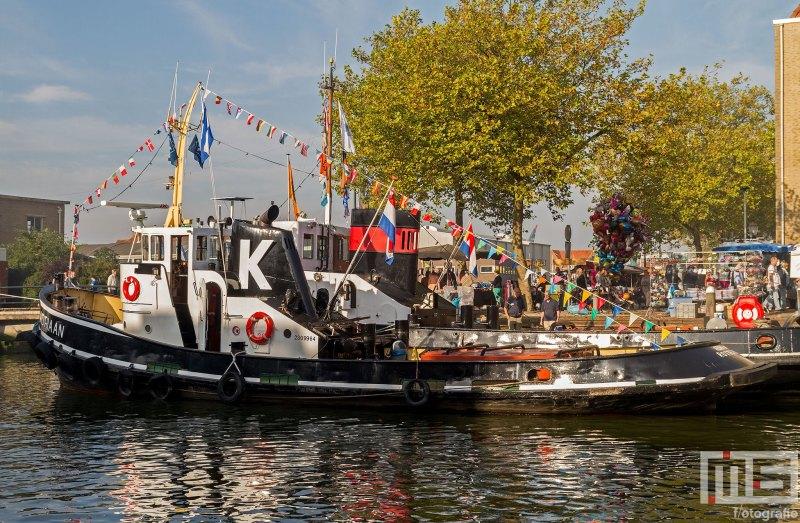 Het stoomschip Adriaan tijdens het evenement Furiade aan de kade in Maassluis