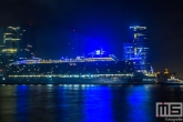 Het cruiseschip Oasis of the Seas in de nacht aan de Cruise Port Rotterdam