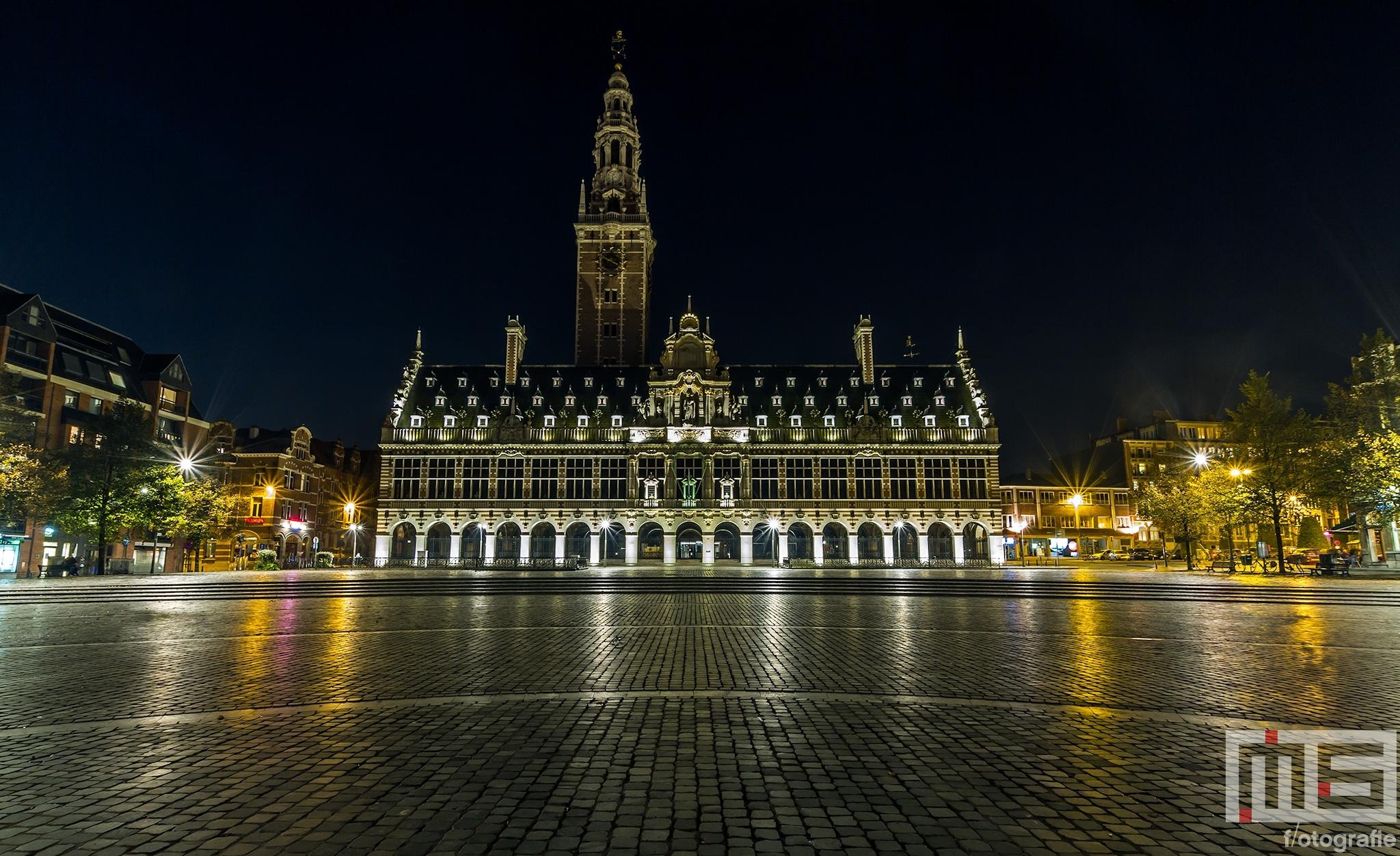 De universiteitsbibliotheek van Leuven in de nachtelijke uren