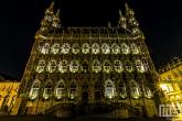 Het gemeentehuis van Leuven in de nacht