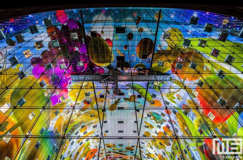 Het plafond van de Markthal in Rotterdam by Night