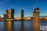 De Wilhelminapier in Rotterdam tijdens de zonsopkomst