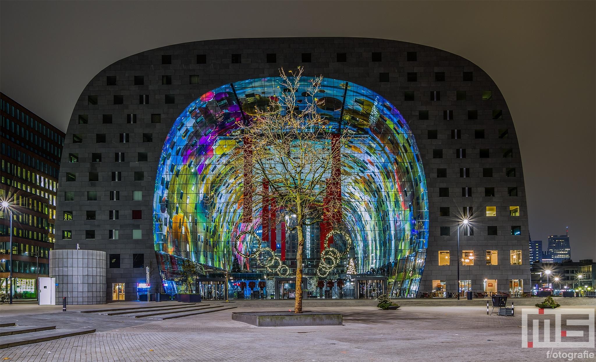 De kerstversiering van de Markthal in Rotterdam by Night