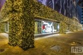 De kerstverlichting van de Bijenkorf op de Coolsingel in Rotterdam