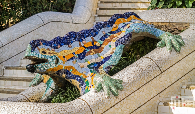 Het kunstwerk El Drac in Parc Guell in Barcelona