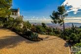 Te Koop | Casa Marti Trias in Park Guell in Barcelona tijdens zonsondergang