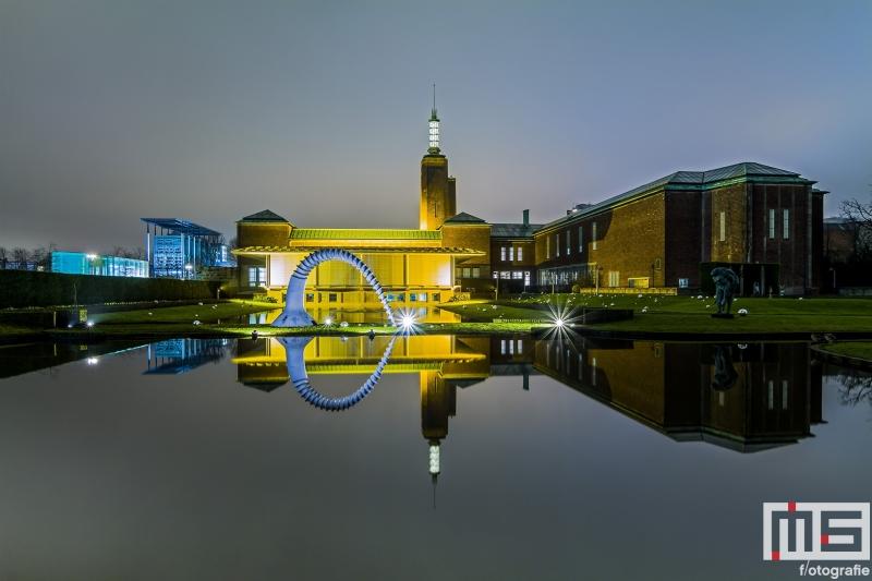 Te Koop | De kunsttuin van het Boijmans van Beuningen in Rotterdam by Night