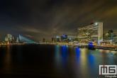 Het uitzicht over de Maas in Rotterdam met de Erasmusbrug en Willemswerf