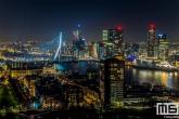 De skyline van Rotterdam tijdens nieuwjaarsnacht in Rotterdam