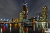 Te Koop | Het uitzicht vanuit Rotterdam Katendrecht op de Wilhelminapier