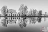 Te Koop | Het Veerhuis in Rotterdam Overschie in de sneeuw in zwart/wit
