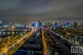 De skyline van Rotterdam by Night met zicht op de Oude Haven, Willemsbrug en de binnenstad