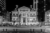 Te Koop | Het Schielandshuis achter de Coolsingel in Rotterdam in de avonduren in zwart/wit